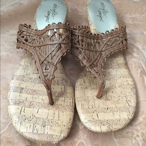 Mini brown wedged sandals